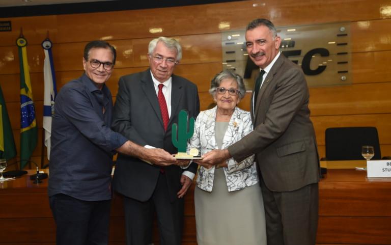 SEMA entrega Medalha Ambientalista Joaquim Feitosa ao empresário Roberto Macedo