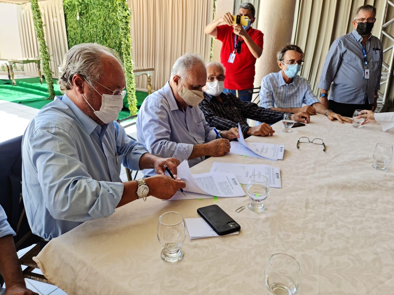 Sema, UFC e município de Maracanaú assinam termo de cooperação para gestão compartilhada da Fazenda Raposa